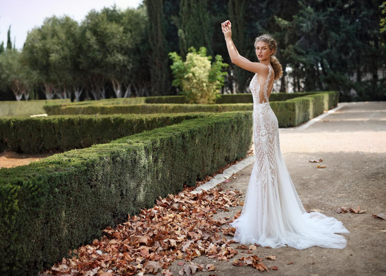 15 Boho Wedding Dresses For A Goddess Galia Lahav