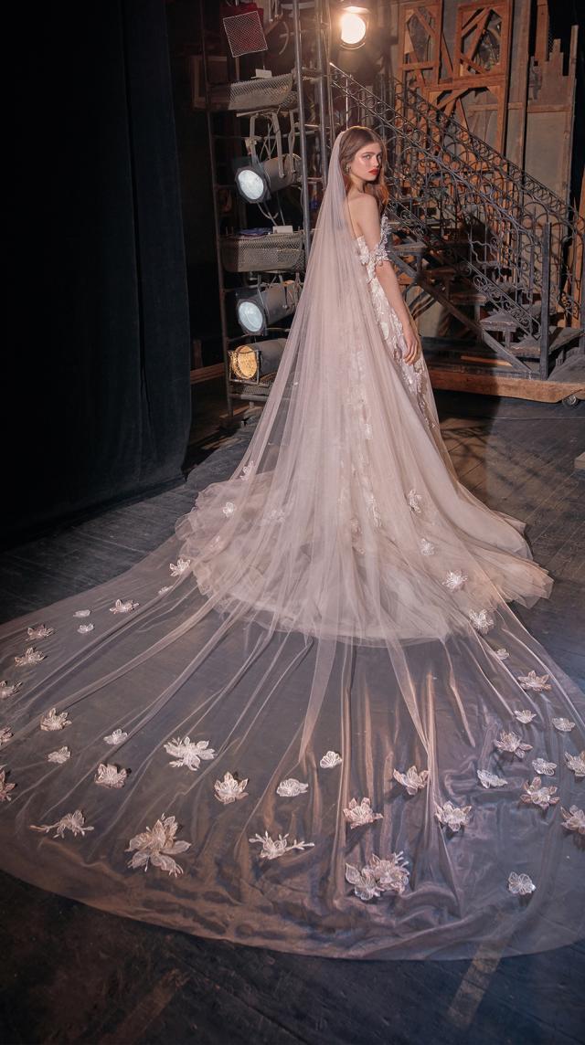 Bridal Couture Collection No. 14 - Make a scene - Kaila-Veil