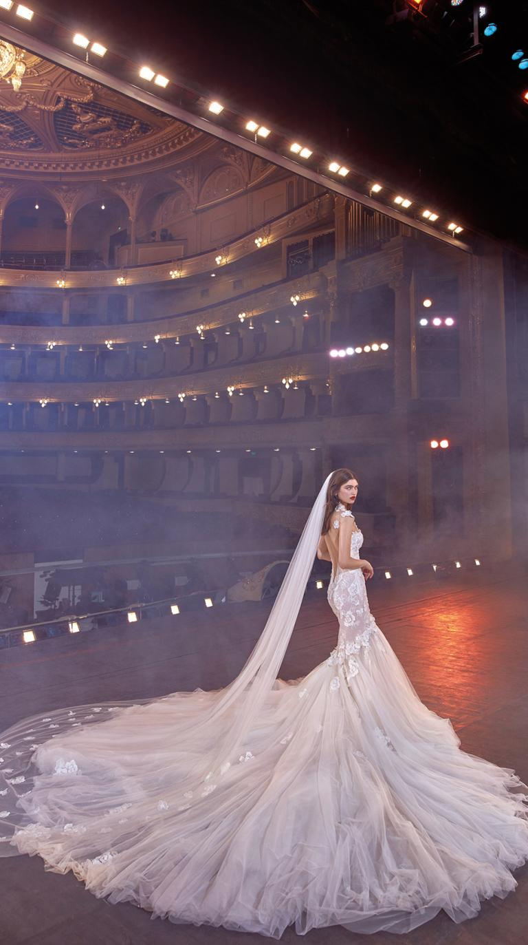 Bridal Couture Collection No. 14 - Make a scene - Michelle-TrainVeil