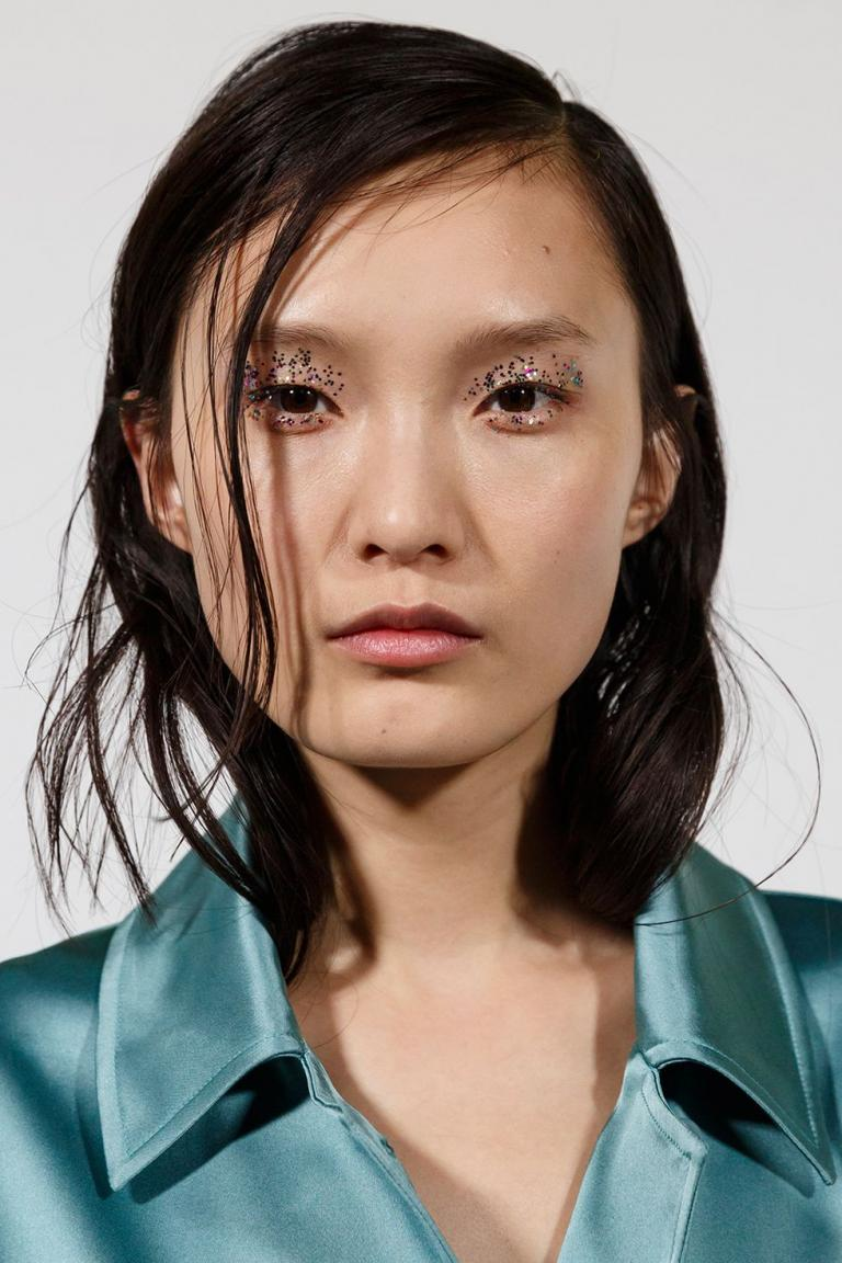 aw19-makeup-trends-maximalist-minimalist-dries-van-noten-imaxtree-1552314739