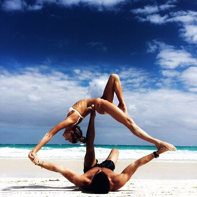 couple-working-out-yoga
